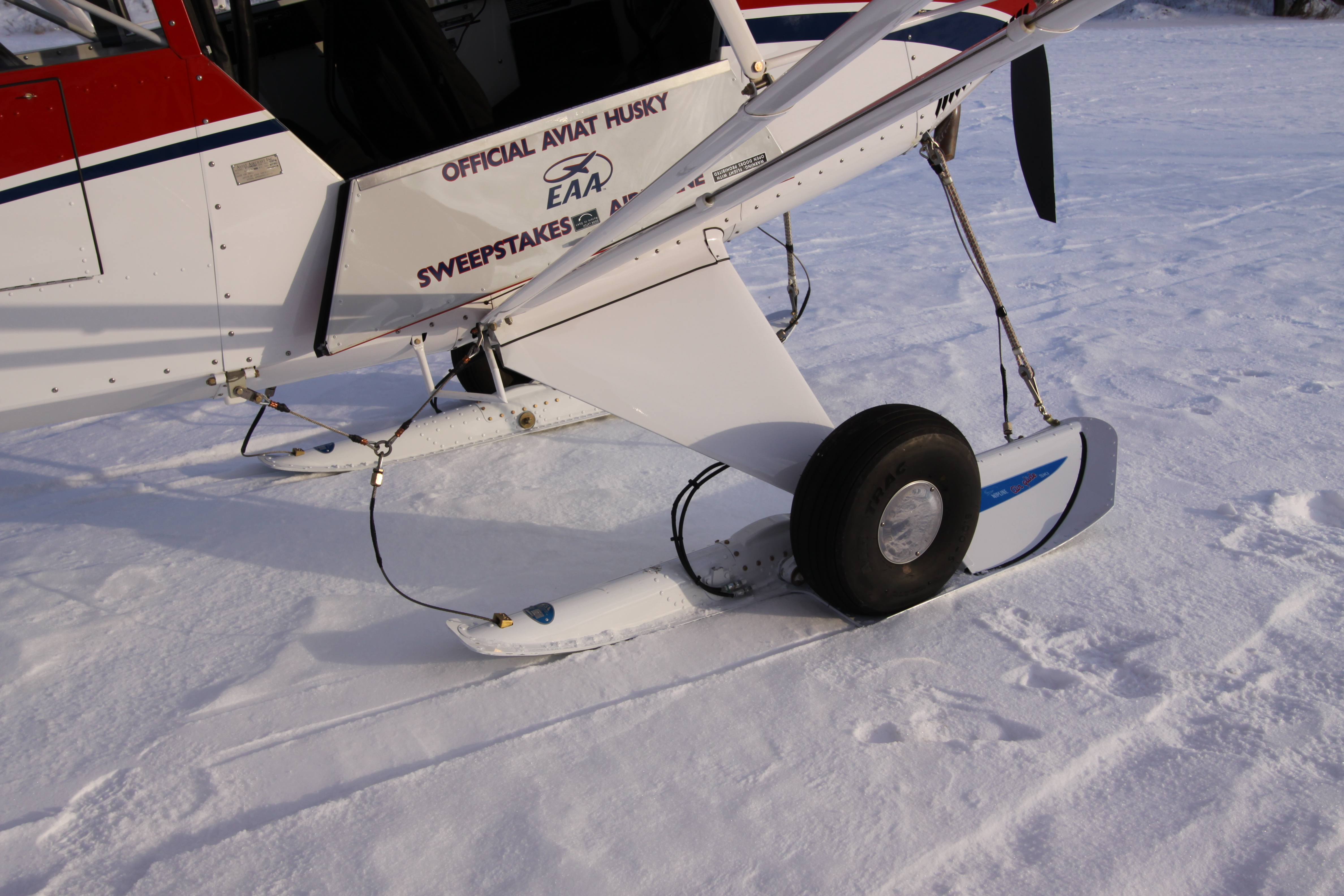 C2200 AirGlide Skis on an Aviat Husky
