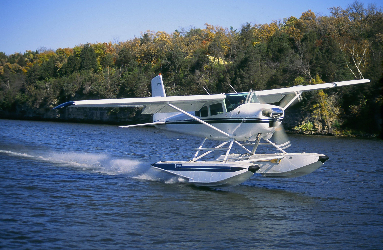 Cessna 180 on Wipline 3000 Floats