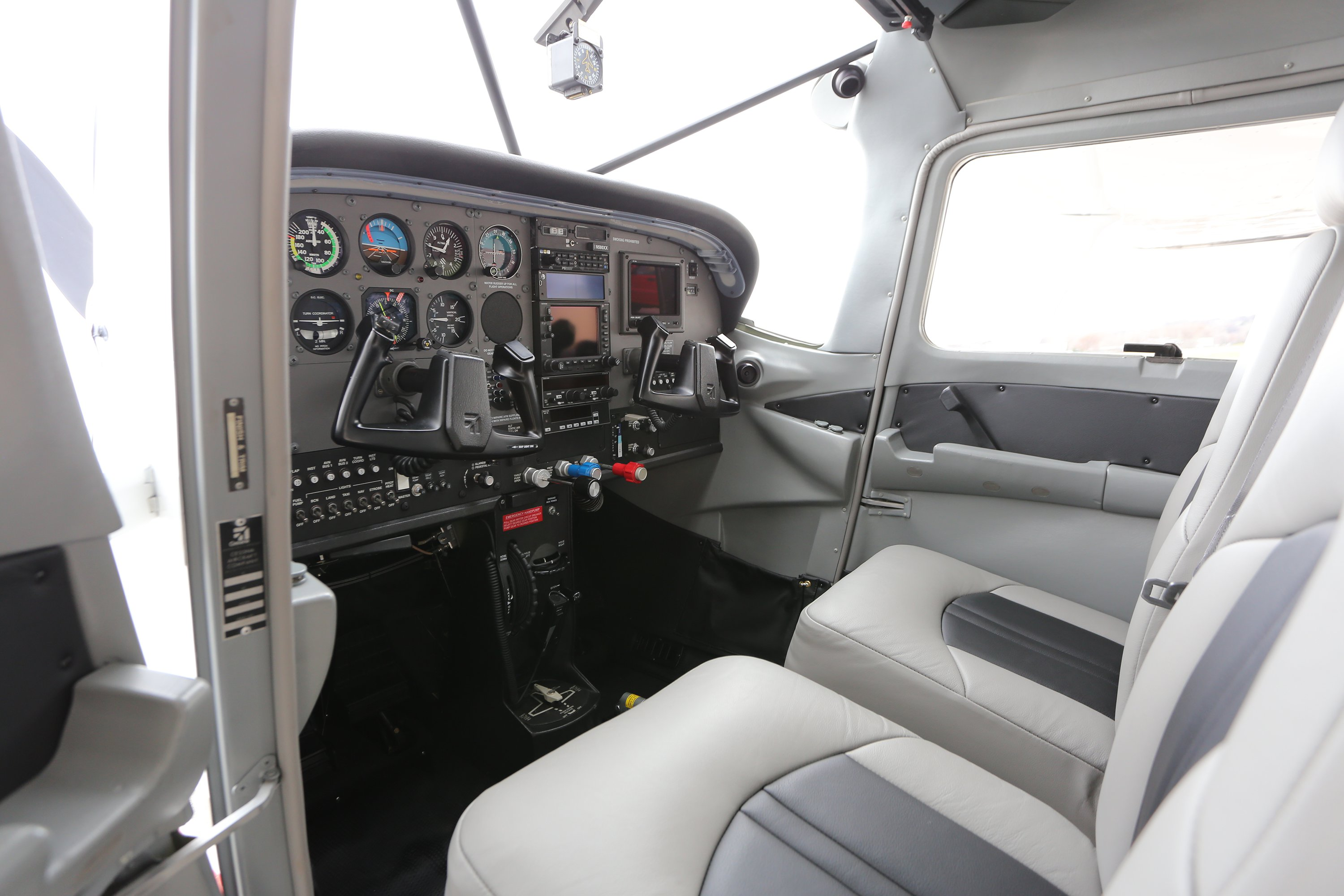 Boss 182 Interior and Avionics