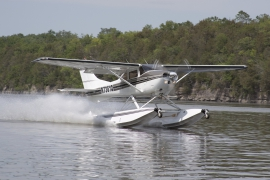 Cessna 182 on Wipline 3000 Floats