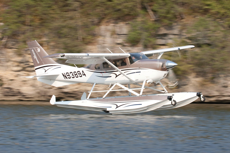Cessna 206 on Amphibious Wipline 3450 Floats Leaving the Water