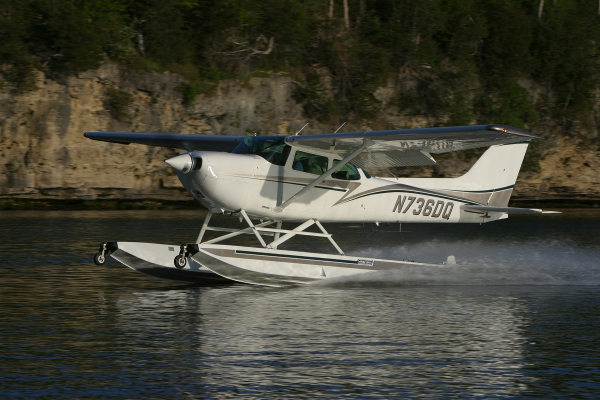 Wipline-2350-Floats-Cessna-172
