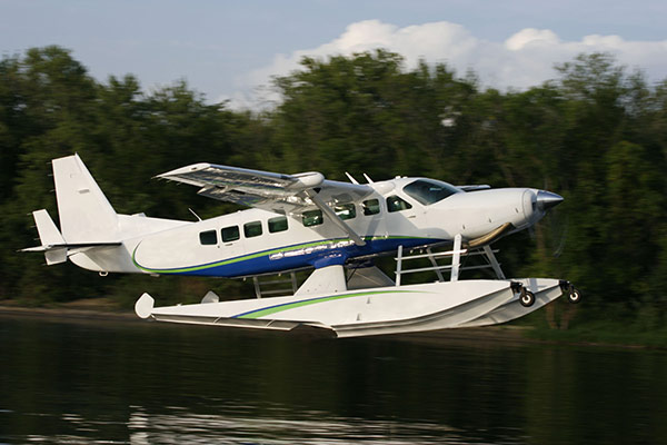 Cessna-Grand-Caravan-on-Wipline-8750-Floats-2-slideshow
